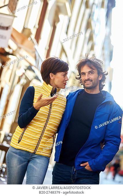 Couple, Parte Vieja, Old town, Donostia, San Sebastian, Gipuzkoa, Basque Country, Spain, Europe