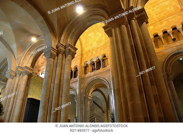 Romanesque arches, Sé Patriarcal –Lisbon Cathedral- Alfama, Lisbon, Portugal