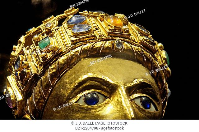 Golden statue reliquary of St. Foy, Conques, Way of St James, Aveyron, Midi-Pyrénées, France