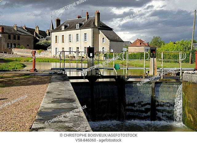Lock of Chatillon-en-Bazois, canal du Nivernais, Nievre, France