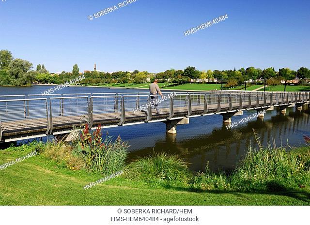 France, Somme, Amiens, Parc Saint Pierre St Peter Park, pedestrian on the lake footbridge