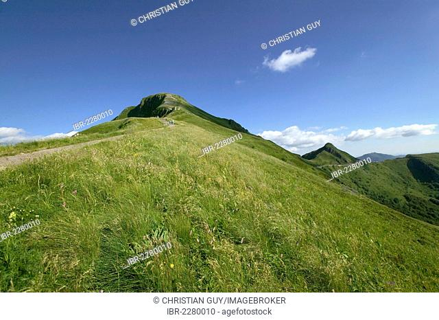 Hikers, Puy Mary mountain, Parc Naturel Regional des Volcans d'Auvergne, Auvergne Volcanoes Regional Nature Park, Cantal, France, Europe