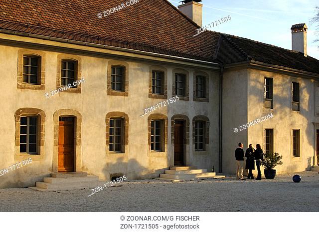 Hauptgebäude des Weinguts Château Le Rosey, Bursins, Region La Côte, Waadt, Schweiz / Main building of the wine-growing estate Château Le Rosey, Bursins