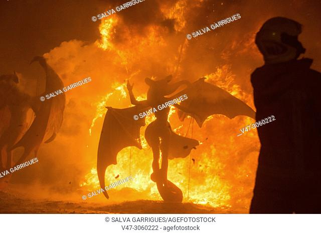 La Nit de la Cremà is the colophon to the festivities of Las Fallas. It is the night that the Fallas monuments burn