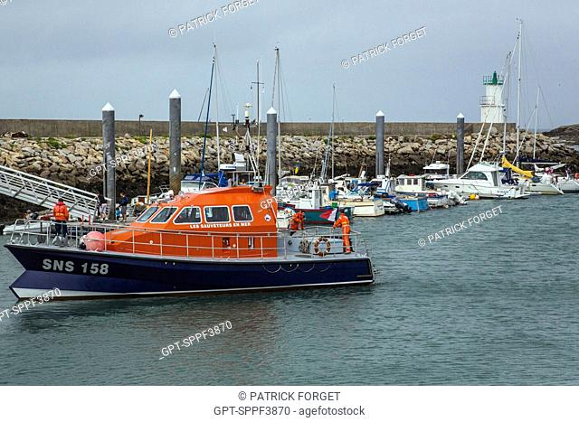 LAUNCH FROM THE SNSM (NATIONAL SOCIETY OF SEA RESCUE), PORT ON THE ISLAND OF HOEDIC, MORBIHAN (56), FRANCE