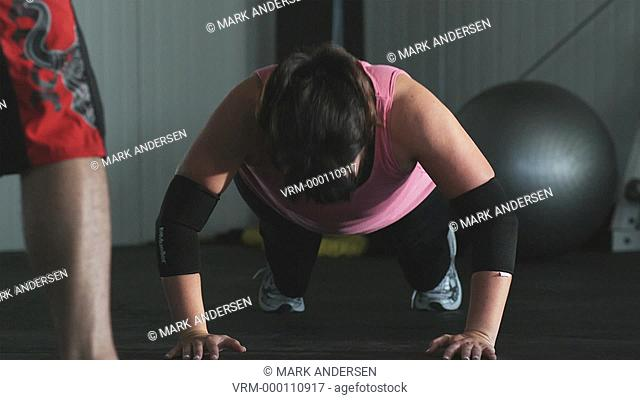 woman doing push ups in a gym