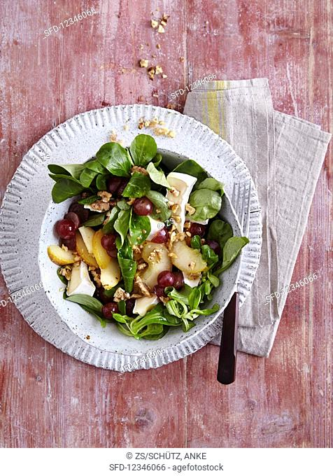 Lambs lettuce with pear, grapes and brie - 'Little Princess'