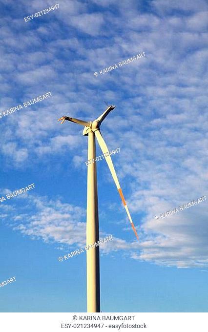 Abgebrochene Flügel eines Windrades