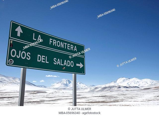 Chile, national park Nevado Tres Cruzes, Ojos del Salado, road sign