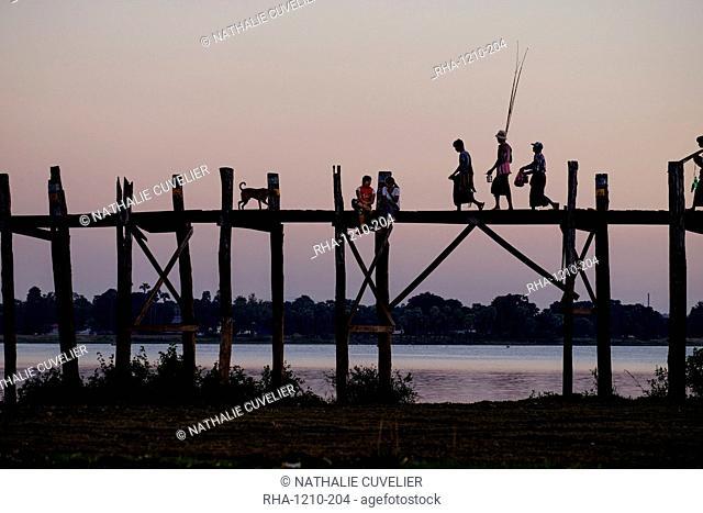 U Bein Bridge, Taungthman Lake, U Bein, Amarapura, Myanmar (Burma), Asia