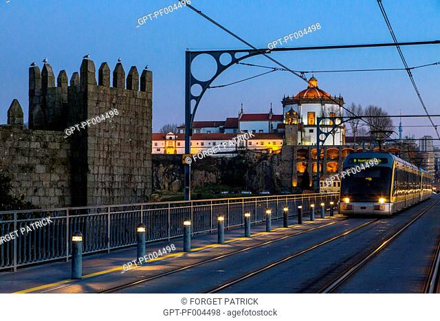 OLD FORTIFICATION OF THE CITY, DOME OF THE SERRA DO PILAR MONASTERY AND THE METRO ABOVE THE LUIS I BRIDGE, VILA NOVA DE GAIA, PORTO, PORTUGAL