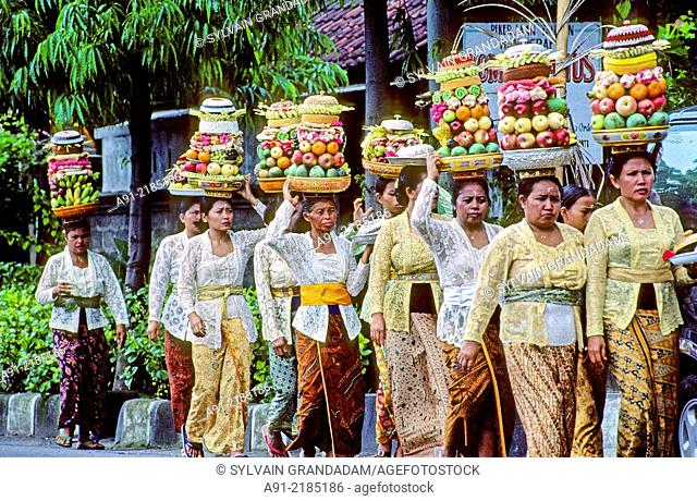 Women carrying offerings on their head in a Procession for a temple festival (odalan). Tampaksiring. Bali island. Indonesia