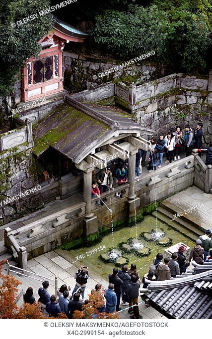 People at Otowa sacred waterfall in Kiyomizu-dera, Buddhist temple, drinking water for fortune and health. Otowa-no-taki, Kiyomizu-dera, Higashiyama, Kyoto