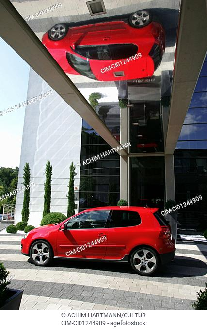 Car, VW Volkswagen Golf GTI, Golf V, model year 2004-, red, Limousine, Lower middle-sized class, standing, upholding, side view