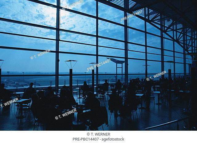 Frankfurt Flughafen Wartehalle Bistro