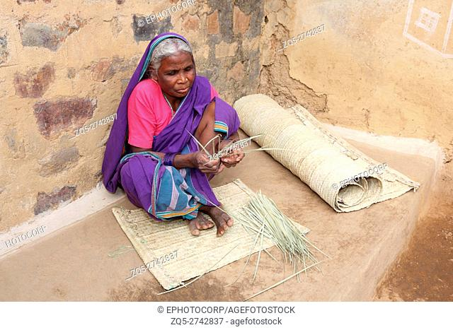 Woman making bamboo mat, KOND TRIBE, Bhilaigadh Village, Taluka Saraipalli, Dist Mahasamundh, Chattisgarh, India