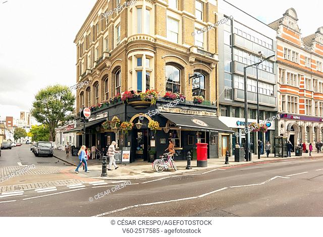-Building and Pubs in Earl's Court Zone- London United Kingdom