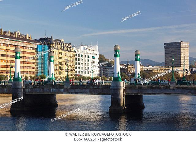 Spain, Basque Country Region, Guipuzcoa Province, San Sebastian, Puente de Zurriola bridge