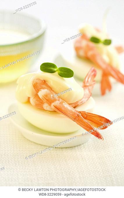 Pincho de langostino y huevo cocido con mayonesa