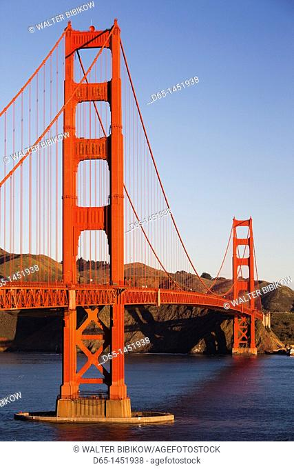 USA, California, San Francisco, Presidio, Golden Gate National Recreation Area, elevated view of Golden Gate Bridge from Fort Point, sunrise
