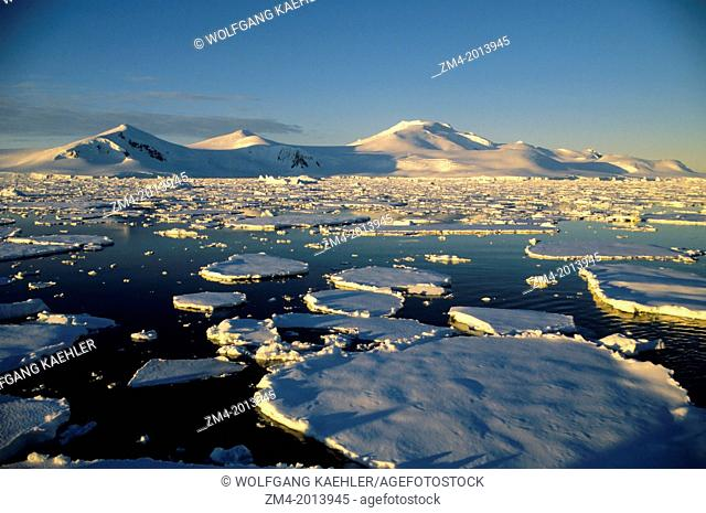 ANTARCTIC PENINSULA AREA, MOUNTAINS AND PACK ICE, EVENING LIGHT