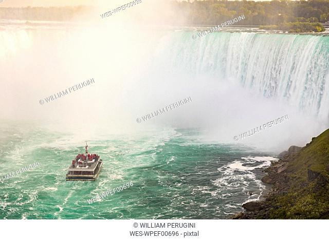 Canada, Ontario, Niagara Falls and boat on the river