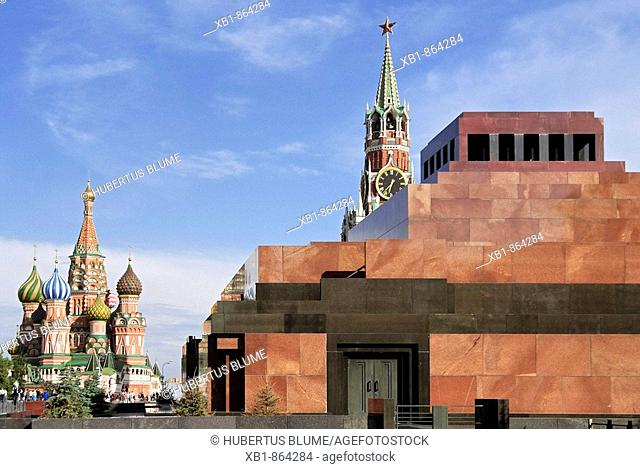 Kremlin, Red Square, left with Cathedral of the Intercession, Cathedral of St. Basil the Blessed, right Mausoleum of Vladimir Lenin, behind Spasskaya Tower