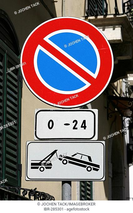 ITA, Italy, Sicily : The town of Taormina, in the northeast of the island. parking prohibition aera, towing aera.  