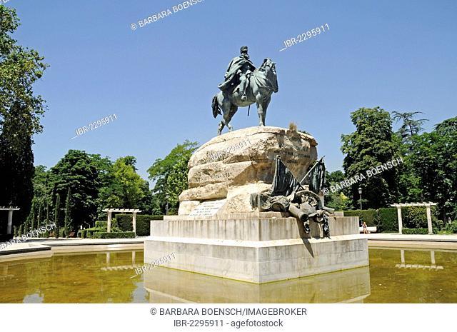 Equestrian statue of General Martinez Campos, pond, Retiro Park, Madrid, Spain, Europe, PublicGround