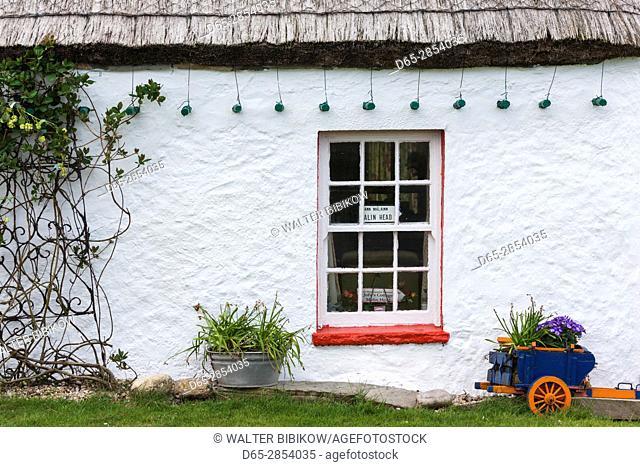 Ireland, County Donegal, Inishowen Peninsula, Malin Head, Ballygorman, colorful house detail