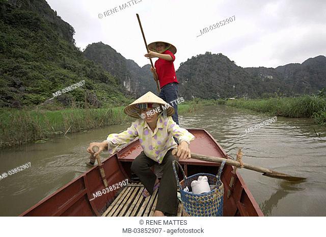 Vietnam, Halong bay, Thung Nang, women, boat, drives, no models southeast-Asia, Ha-Long-Bucht, water, waterway, release, Asia, sight, UNESCO-Weltnaturerbe