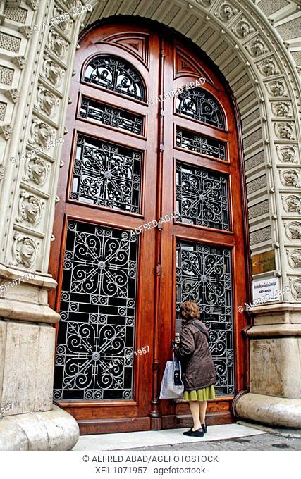 Neighbor, Modernist portal, Rambla Catalunya, Barcelona, Catalonia, Spain