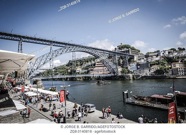 Banks of the river Duero and Dom Luis I Bridge, Porto, Portugal