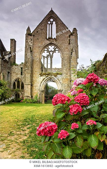Beauport Abbey  Paimpol Breton: Pempoull is a commune in the Côtes-d'Armor department in Bretagne in northwestern France
