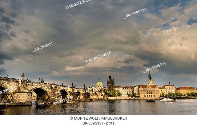Vltava river with Charles Bridge or Karluv most, UNESCO World Heritage Site, evening atmosphere, Prague, Hlavní mesto Praha, Czech Republic