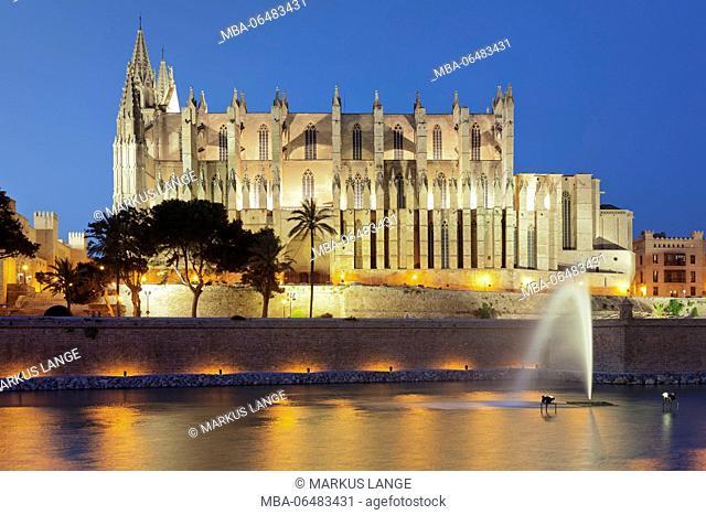 Cathedral La Seu at the sea park Parc de la Mar, Palma de Majorca, Majorca, the Balearic Islands, Spain