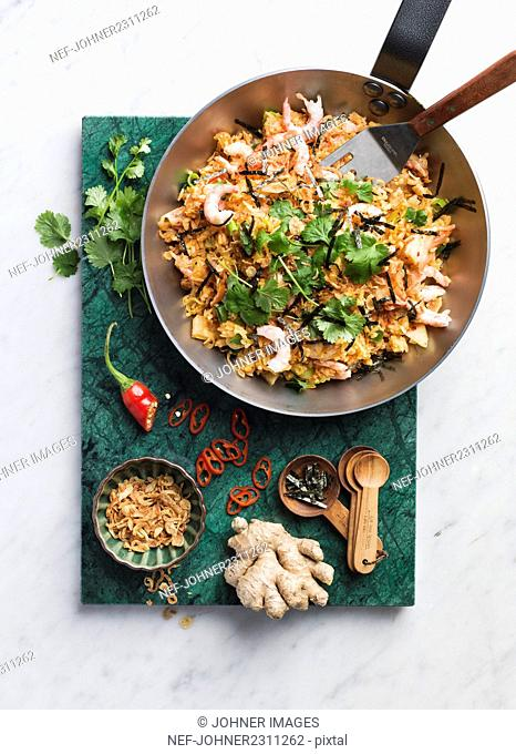Fried shrimps with ginger and herbs