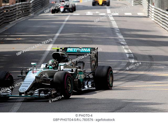 26.05.2016 - Nico Rosberg (GER) Mercedes AMG F1 W07 Hybrid with a punctured rear wheel