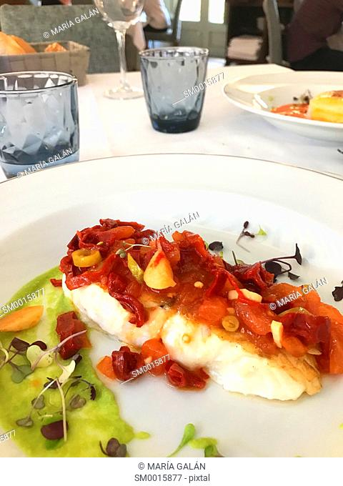 Hake loin with garlic and vegetables