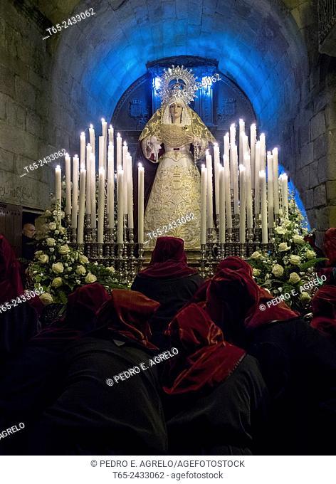 03-04-2015 (Viveiro, Lugo province, Galicia, Spain): Holy Week, Misericordia procession, Nuestra Señora de la Clemencia float passing under the Puerta de Carlos...