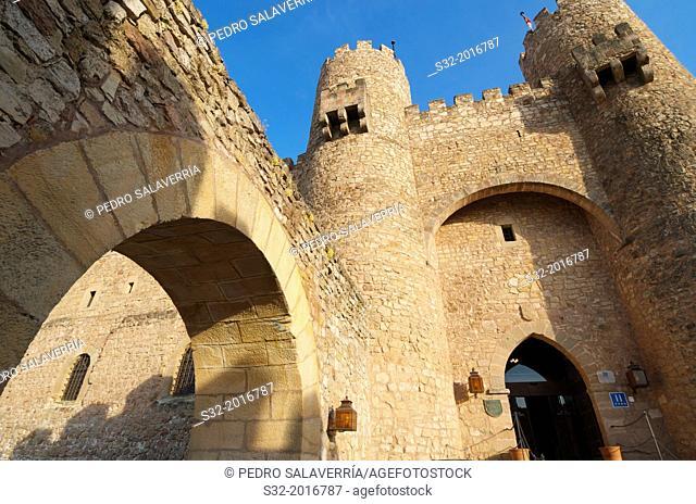 Main entrance to Castle of Siguenza, of Arab origin was built in the 12th century is now Parador Nacional de Turismo, Guadalajara, Castilla La Mancha, Spain
