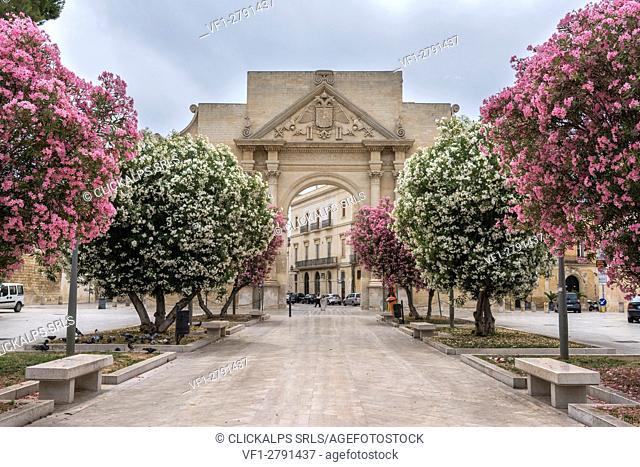 Lecce, province of Lecce, Salento, Apulia, Italy. The Porta Napoli in Lecce