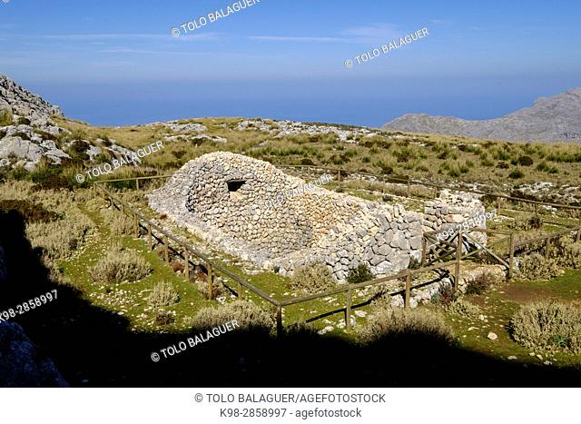 Case de neu des Galileu, finca pública de Son Massip ,propiedad del Consell de Mallorca, Mola de Son Massip, Ruta de Pedra en Sec (GR-221), sierra de Tramuntana