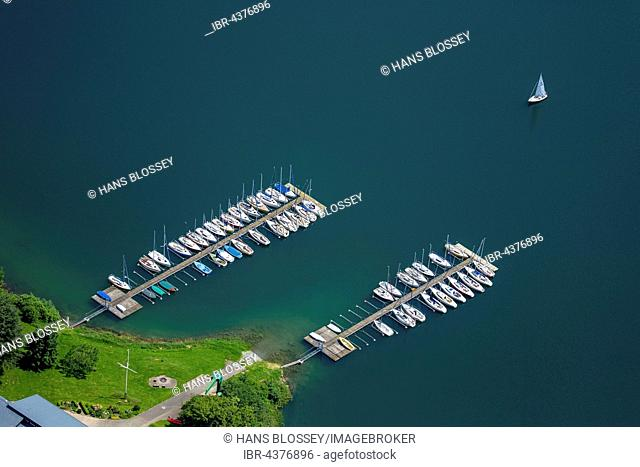 Aerial view of sailboats on Lake Hennesee, seascape, Meschede, Sauerland, North Rhine-Westphalia, Germany