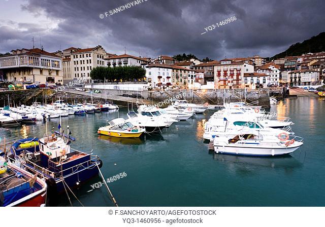Port of Mundaka in Urdaibai, Vizcaya, Basque Country, Spain