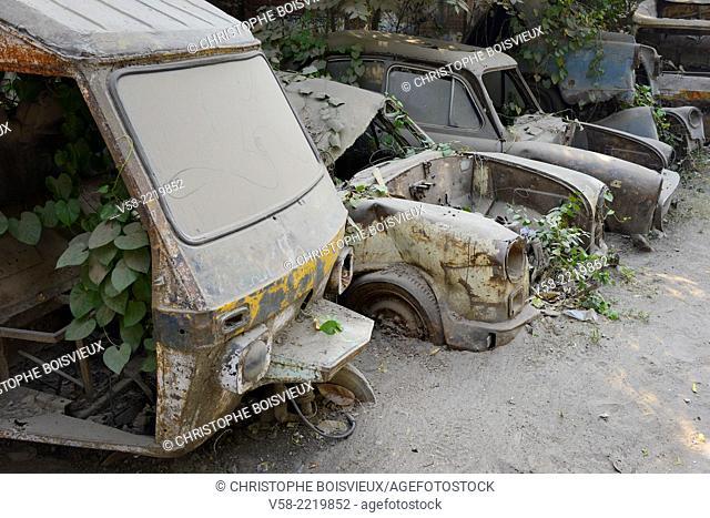India, Uttar Pradesh, Lucknow, Breaker's yard, Wrecked cars