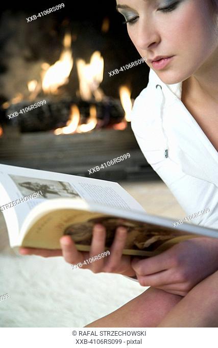 woman reaing a book