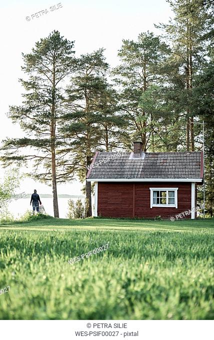 Finland, Kuopio, mother with daughter at a cottage by the lakeside in the countryside