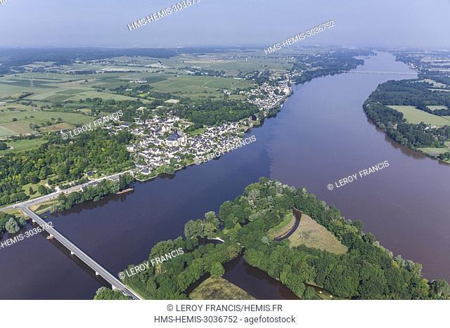 France, Indre et Loire, Candes Saint Martin, Vienne and Loire rivers confluence, village labelled Les Plus Beaux Villages de France (The Most Beautiful Villages...