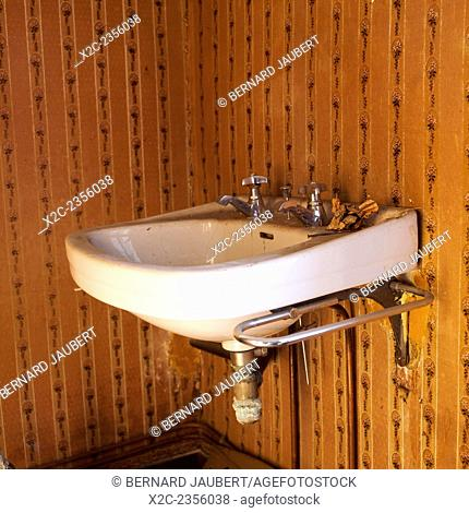 Old-fashioned washbasin in a house set for renovation